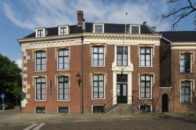 https://commons.wikimedia.org/wiki/File:120519_Coulonh%C3%BBs_(Fryske_Akademy)_Leeuwarden_NL.jpg?uselang=de