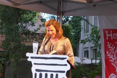 Die niederländische Dichterin Ester Naomi Perquin während des Poesiefestivals 'Het Tuinfeest' in Deventer am 1. August 2015